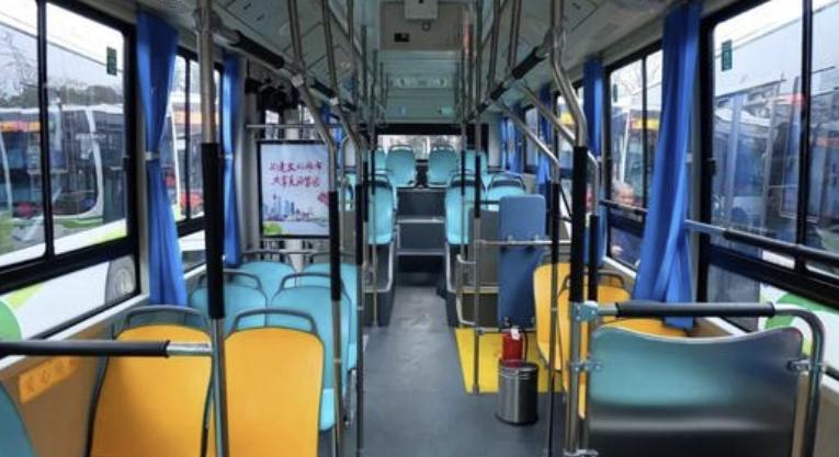 坐车别玩手机了,做道物理题吧!长沙118路公交司机出题与乘客互动竟是这个原因