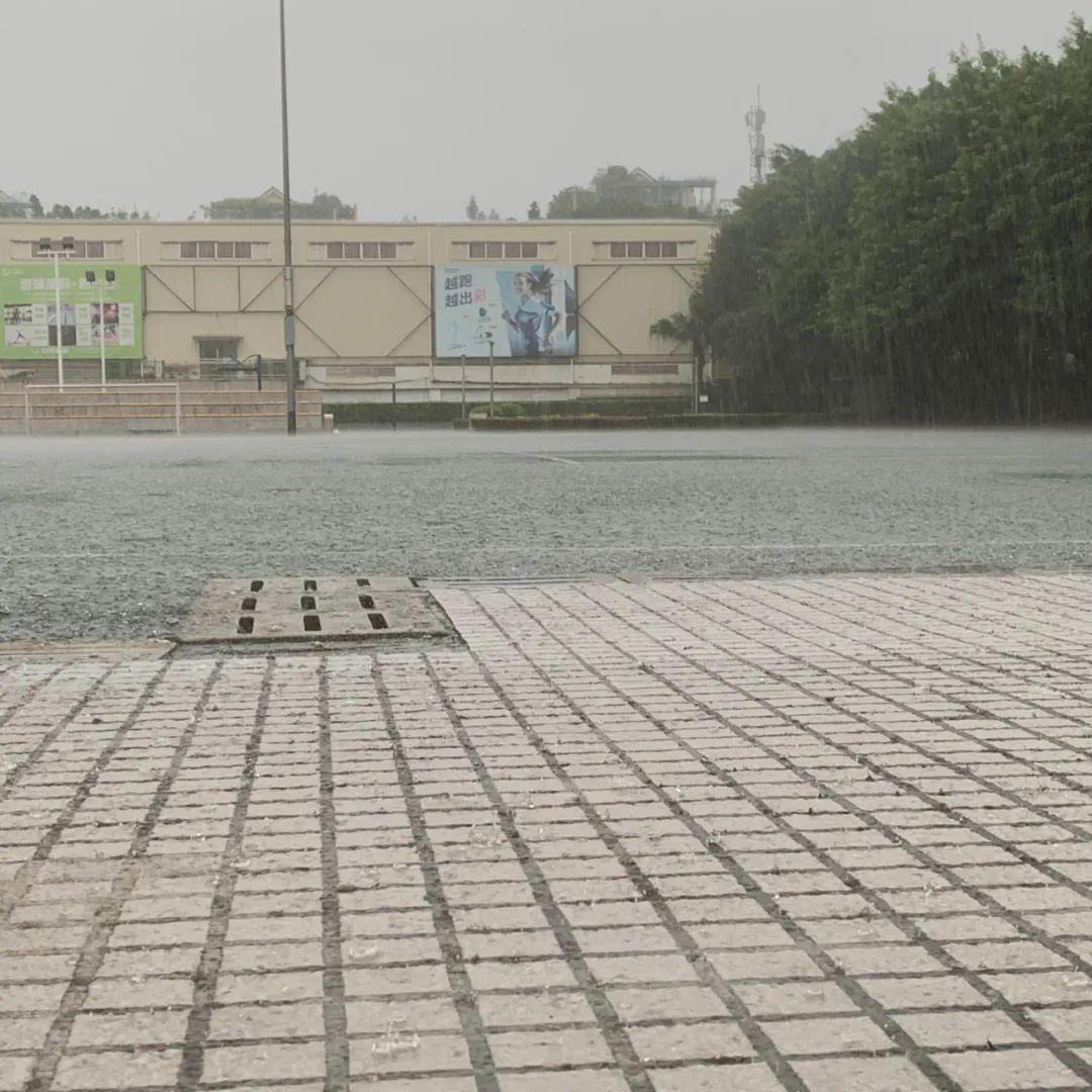 摩臣2主管,警信号你摩臣2主管那边下雨了图片