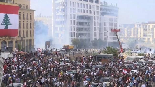 """黎巴嫩爆发反政府示威活动 抗议者""""接管""""该国外交部"""