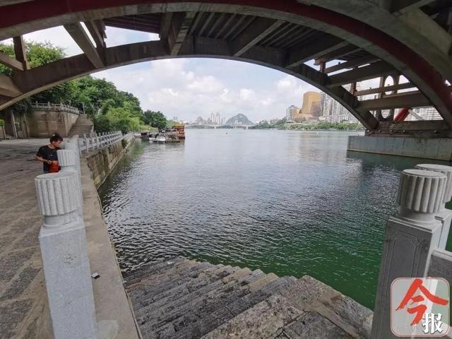 两岁男孩在柳州文惠桥下溺水!当时家长正教其游泳