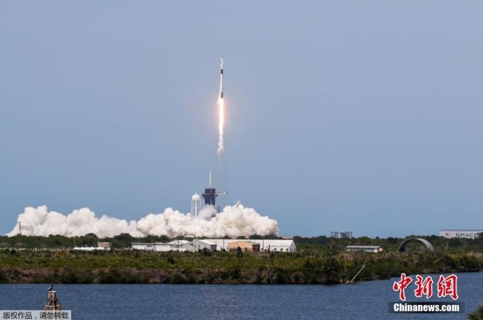 资料图:当地时间5月30日,美国宇航局(NASA)商业载人航空计划(CPP)的首次载人试航发射成功。