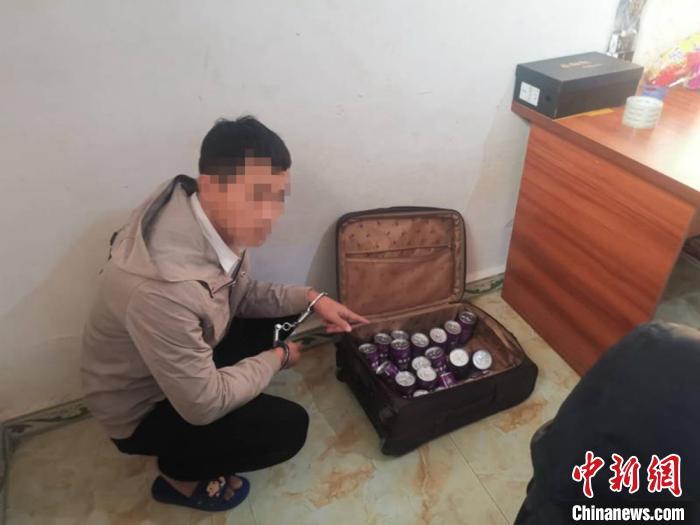 抓获犯罪嫌疑人自贡警方 供图