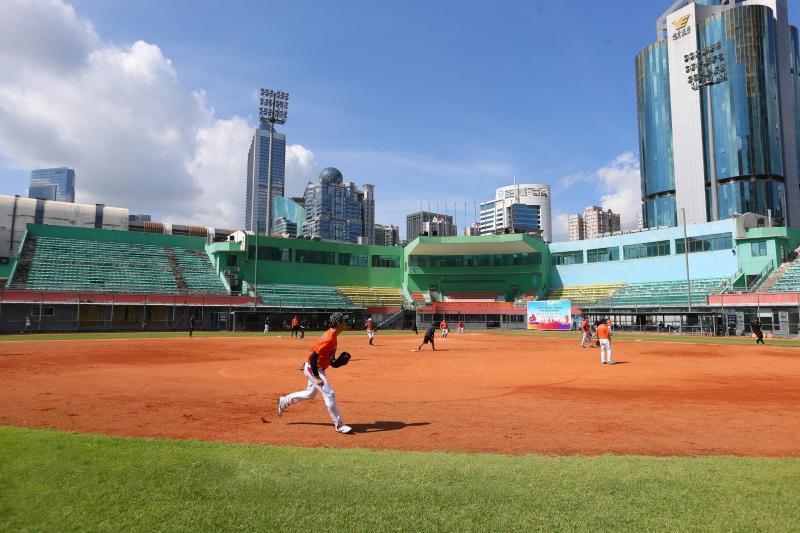 节奏慢?很好玩!广州市体育节慢投垒球邀请赛举行