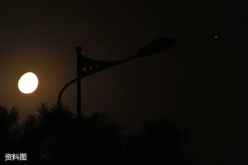 [摩臣2用户注册]夜摩臣2用户注册火星合月图片