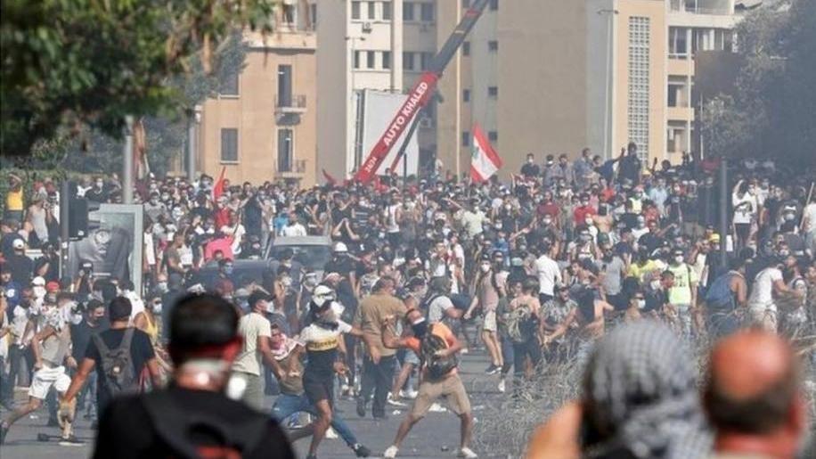 黎巴嫩贝鲁特市中心就爆炸案事件 发生大规模示威游行