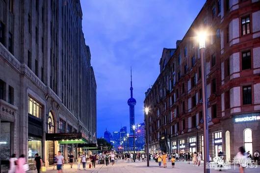 南京路步行街东拓段新景,13盏新路灯亮灯啦