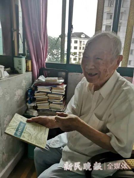 上海102岁教师收到一份特殊礼物!60多岁的它们被修好了