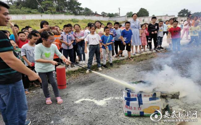 双峰县索市镇中心小学火灾应急演习