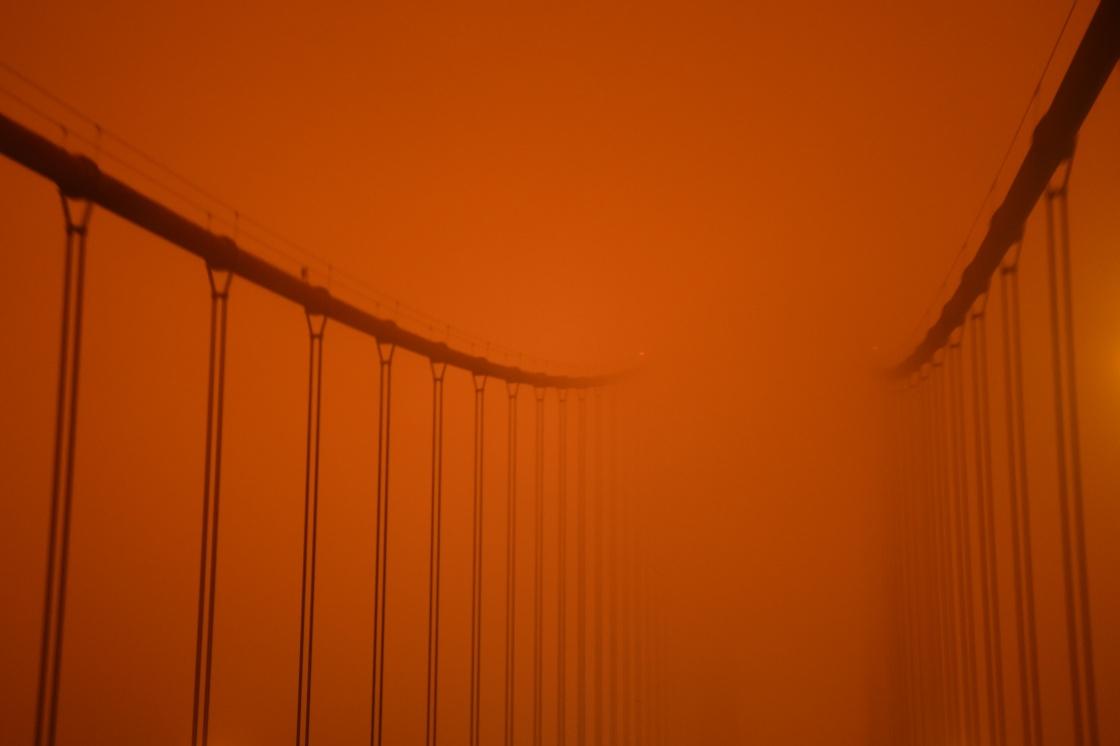 这是9月9日中午拍摄的美国加利福尼亚州旧金山金门大桥。 新华社 图