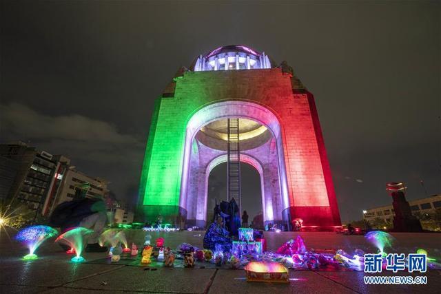 """墨西哥城点亮""""国旗色"""" 准备迎接独立纪念日"""