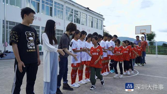 如何成为国家队球员?国脚们给云南校园女子足球队云授课