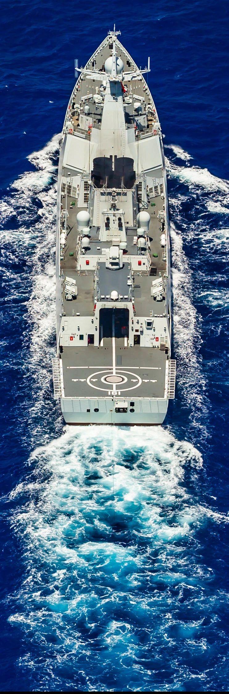 052D放出长长的尾巴,反潜能力那也是杠杠的……\n\n\n@图片来源:军网英文(摄影, Li Wei)