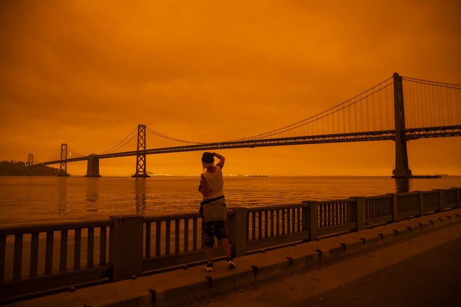 """加州山火影响到湾区 橙红色天空仿佛""""置身火星"""""""