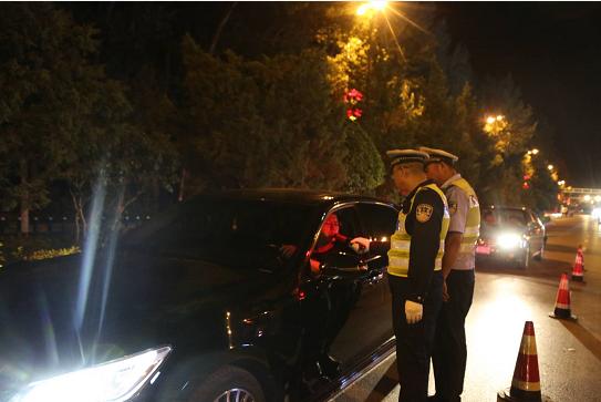 山西省漳州市平陆交警大队连夜查获7起酒后驾车