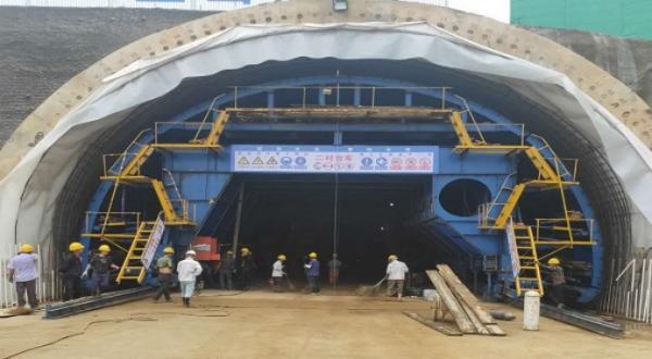 富阳大坂山隧道一模二衬施工完成