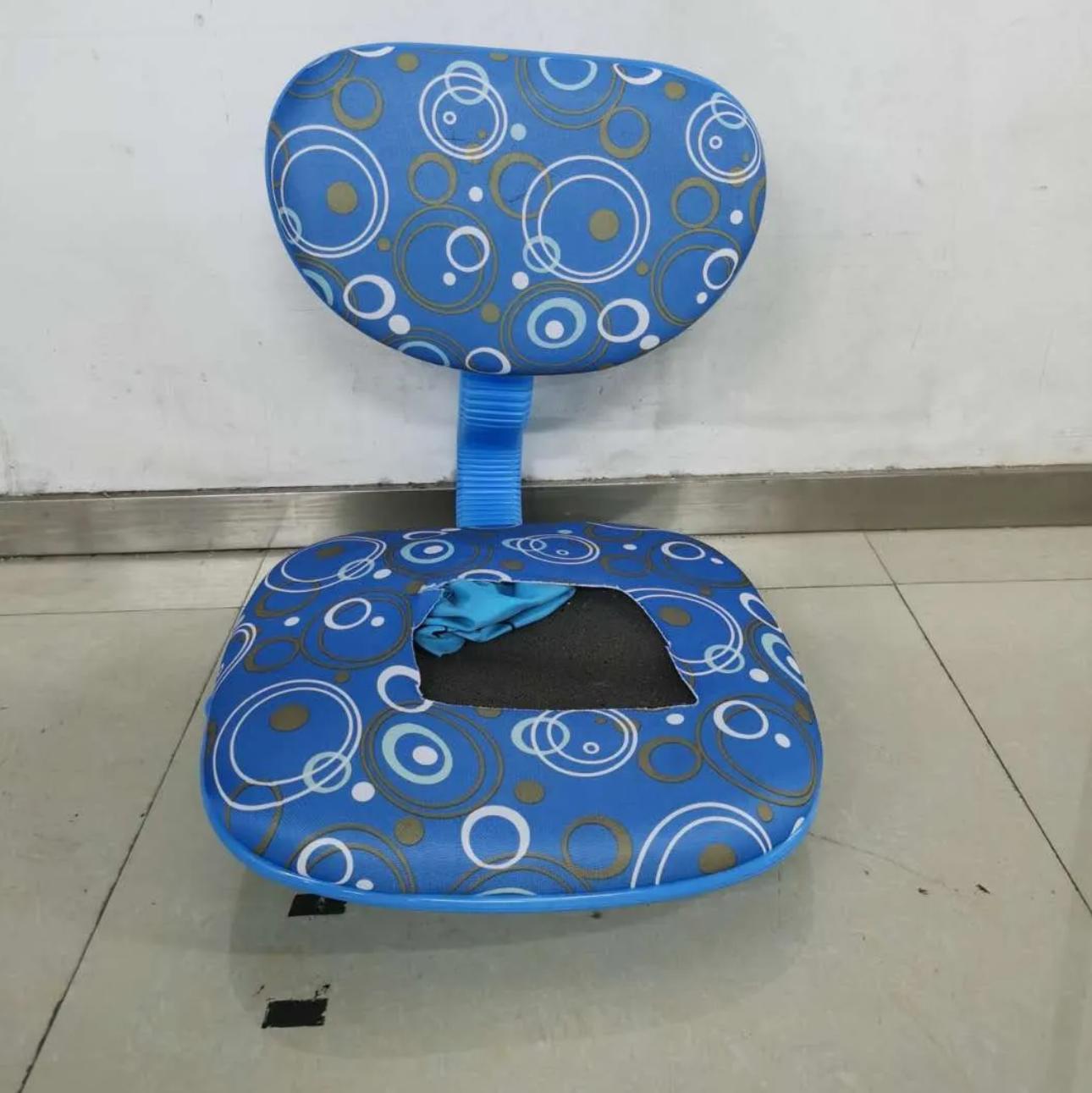 """""""坐得正""""一款儿童椅试验发生底座断裂图片"""