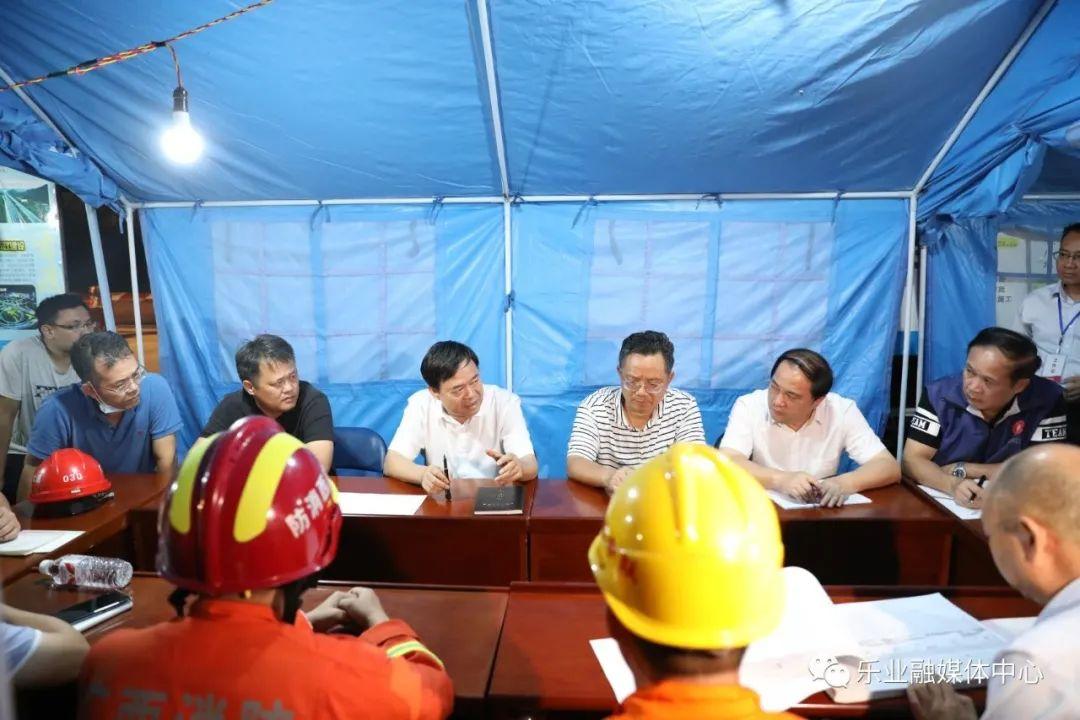 市、县领导对救援工作进行研究、部署