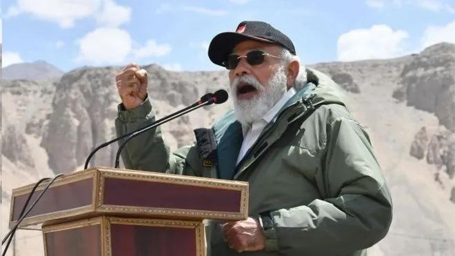 印度总理莫迪7月3日飞抵中印对峙的北部边境地区并发表演说。图源:法新社