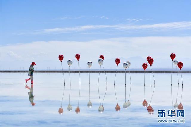 漂亮到新高度!上帝视角下的秋茶卡盐湖航拍