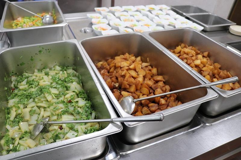 人数不定、口味不同……如何减少食堂浪费现象?记者实地走访江苏南通一国企食堂图片