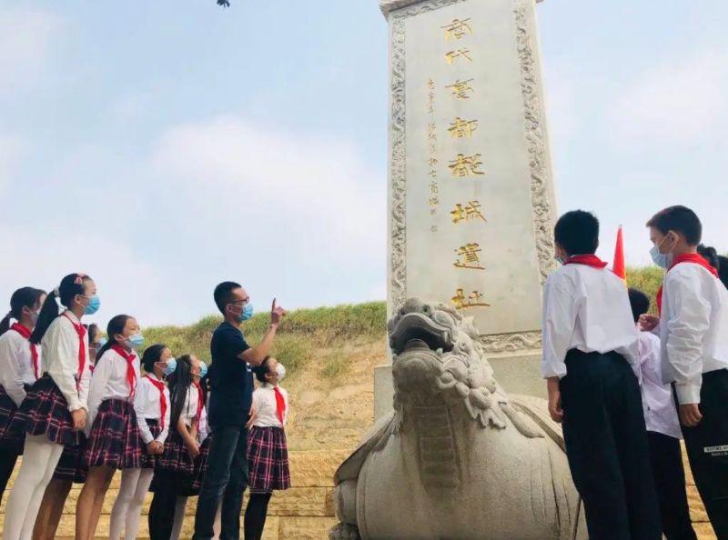 团郑州市委、郑州市少工委开展红领巾寻访活动