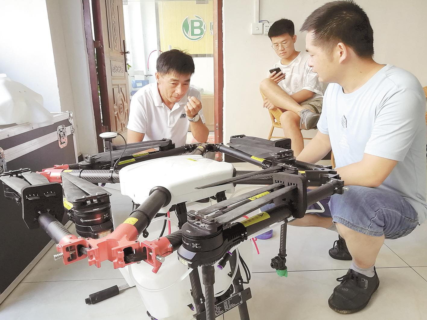 """""""90后""""航模迷    在咸安造植保无人机"""