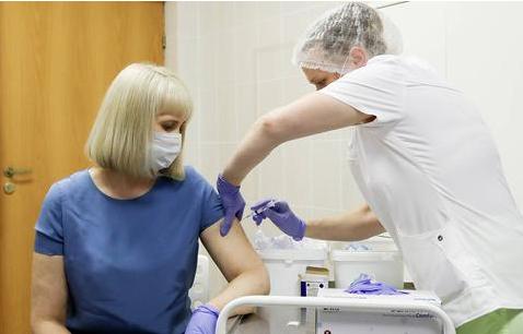 俄罗斯这个有关新冠病毒疫苗的民调结果,可不妙……
