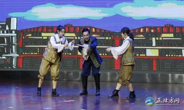 《皇帝的新装》惠民演出在鸿雁剧场精彩上演