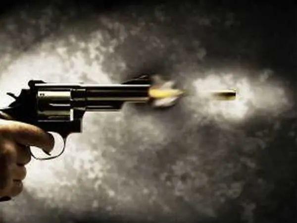 印度士兵带枪出军营,枪杀妻子后自杀……图片