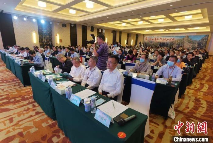 中国高校、地方政府以及国际机构等百余名专家学者共同探讨有机农业与生态扶贫的协同发展。 胡健 摄