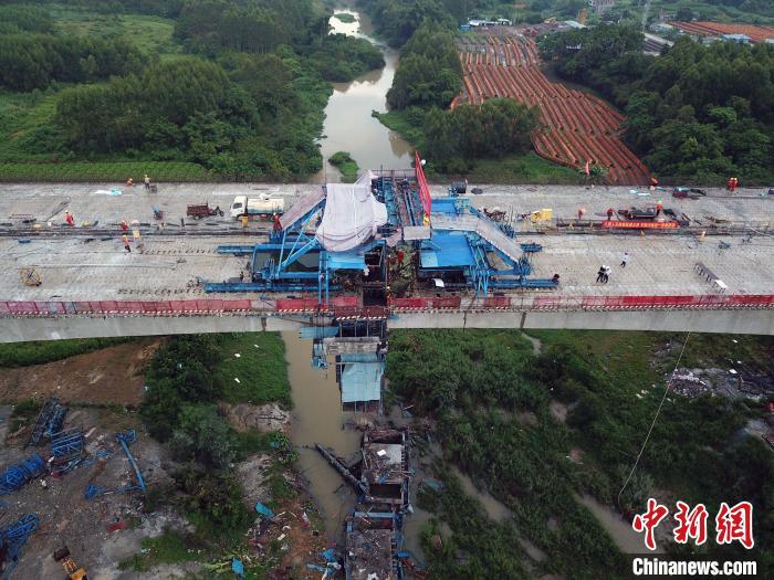 广西大浦高速平陆运河特大桥顺利合龙 通车后将提速粤桂互联互通图片