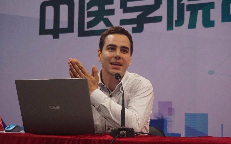 服贸故事讲述人:来中国十年,哥伦比亚小伙儿成了中医博士生图片