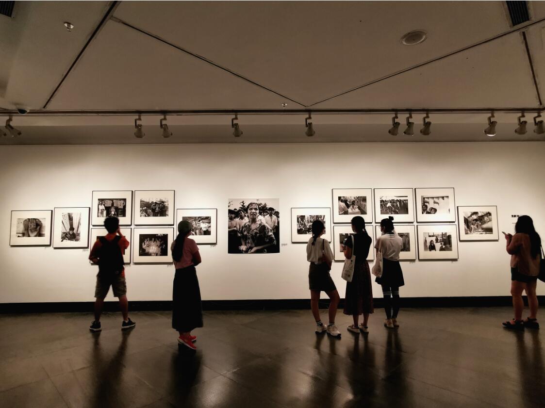 """""""浪奔时代——馆藏影像研究展(1980-2020)""""在广东美术馆开展"""