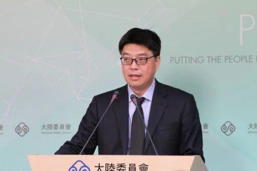 台陆委会副主委兼发言人邱垂正在相关记者发布会上。图源:港媒
