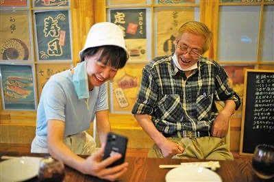 """真心换真心,""""和武汉人民在一起""""的日本老人拿到中国""""绿卡""""了图片"""