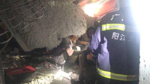 工人被困在阳江消防紧急救援由于地板倒