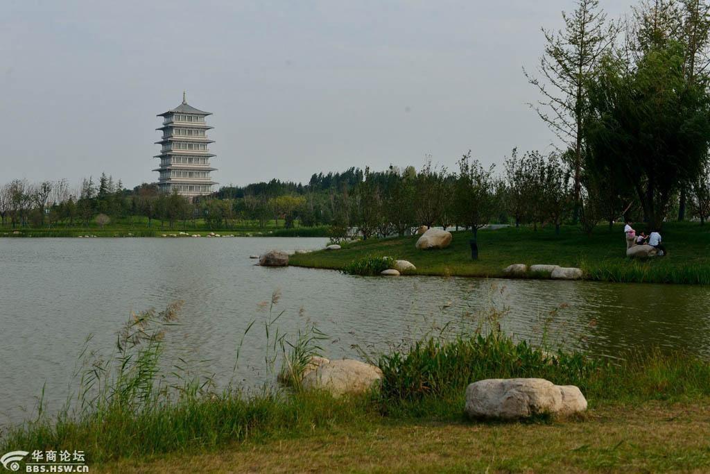 西安这个免费大公园整修后更美了,湖面架了栈桥,还有精彩演艺节目