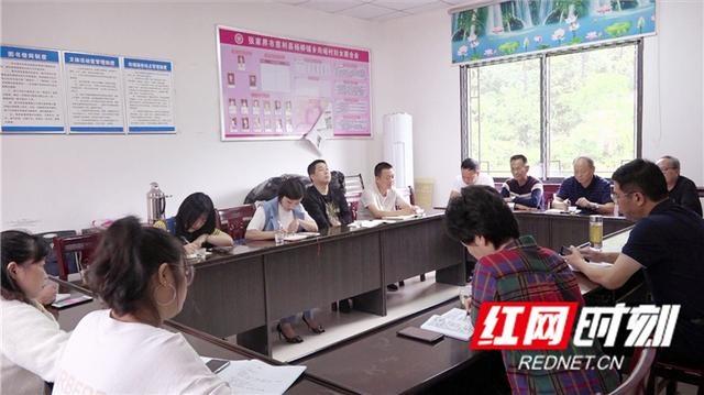 慈利县领导督查指导杨柳铺乡向峪村脱贫攻坚工作