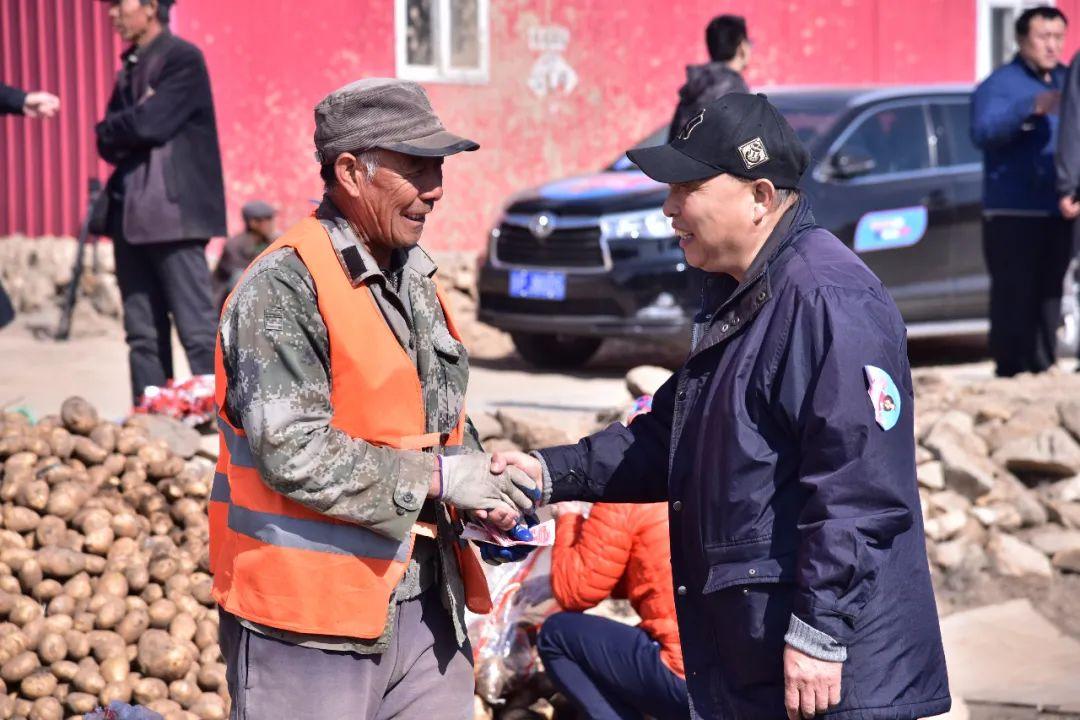 上碌碡沟村全部的土豆被北京爱心人士购买一空
