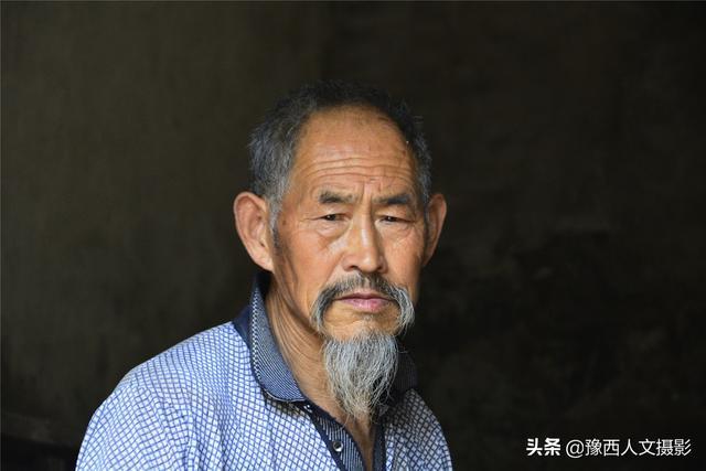 嵩县第一个林业万元户 痴迷修庙30年 独自在深山