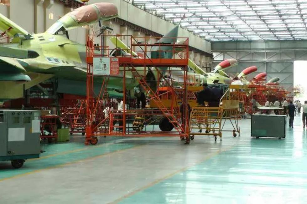 ▲印度斯坦航空公司苏-30MKI出产车间。2019年印度空军就已提出增购12架苏-30MKI战斗机,并由印度HAL公司部属的哈斯克航空工场组装出产。