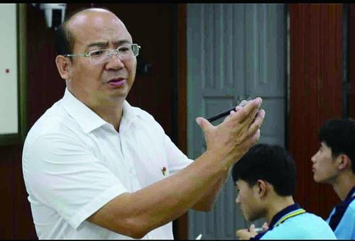 市优秀教育工作者蒋文荣:做一个有教育情怀的好校长