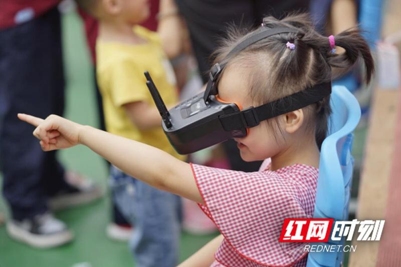 科技载梦翱翔 航模编队机器人惊艳亮相枫树山明昇校园科技节