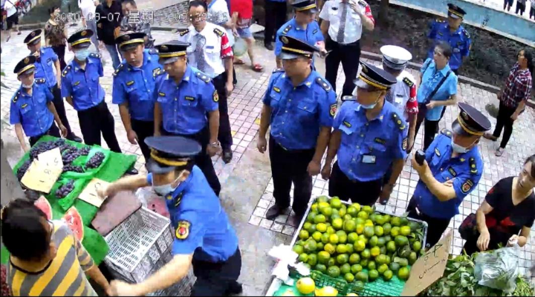重庆划伤城管被认定正当防卫女商贩:希望打人者道歉图片