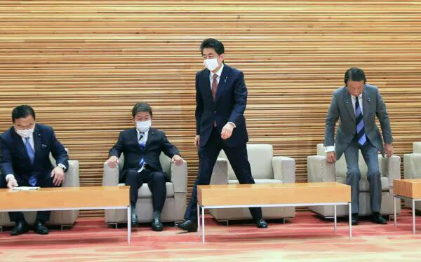 本地时候16日上午,日本现任内阁全体告退。图源:日媒