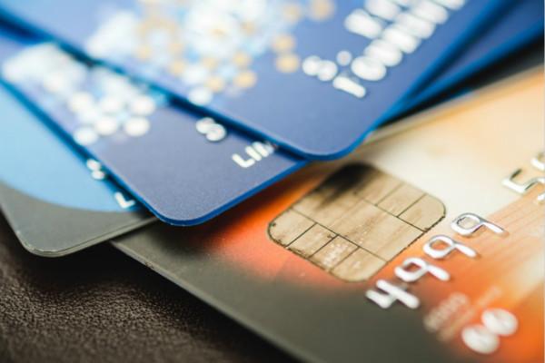 朋友帮忙办理信用卡声称未成功,为何1年多后收到银行催款单?