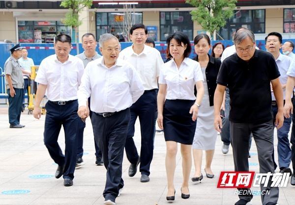 王柯敏率队开展中小学校幼儿园规划建设条例执法检查