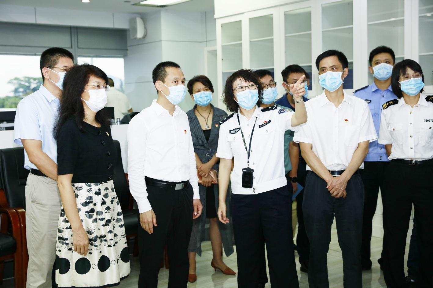 深圳市政府秘书长曾湃兼任南山区委书记职务图片