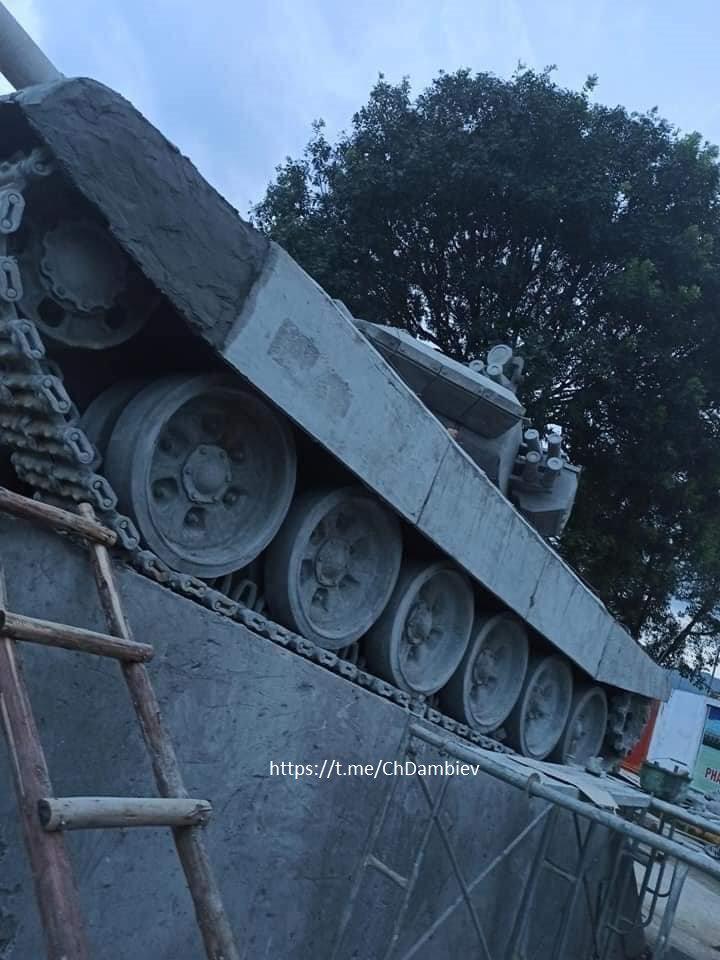 越南的混凝土纪念碑 图自推特