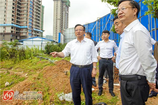 雷绍业在调度城区房地产项目建设时要求:全力以赴加快推进项目建设  确保房地产市场平稳健康发展